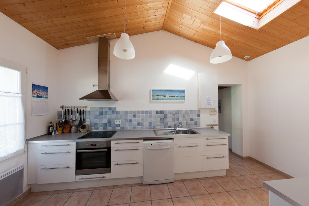 Komplett ausgestattete Küche, modernisiert in 2010